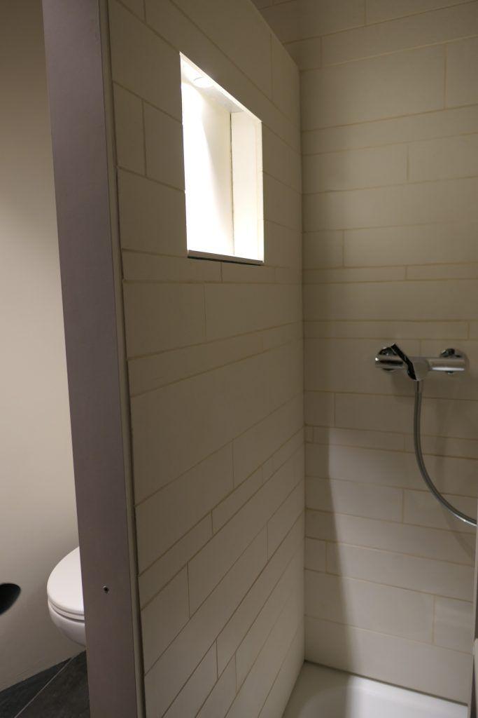 Umbau Spiegelgasse Brugg 2. Obergeschoss Süd, Bad, Duschwand mit Lichtnischen