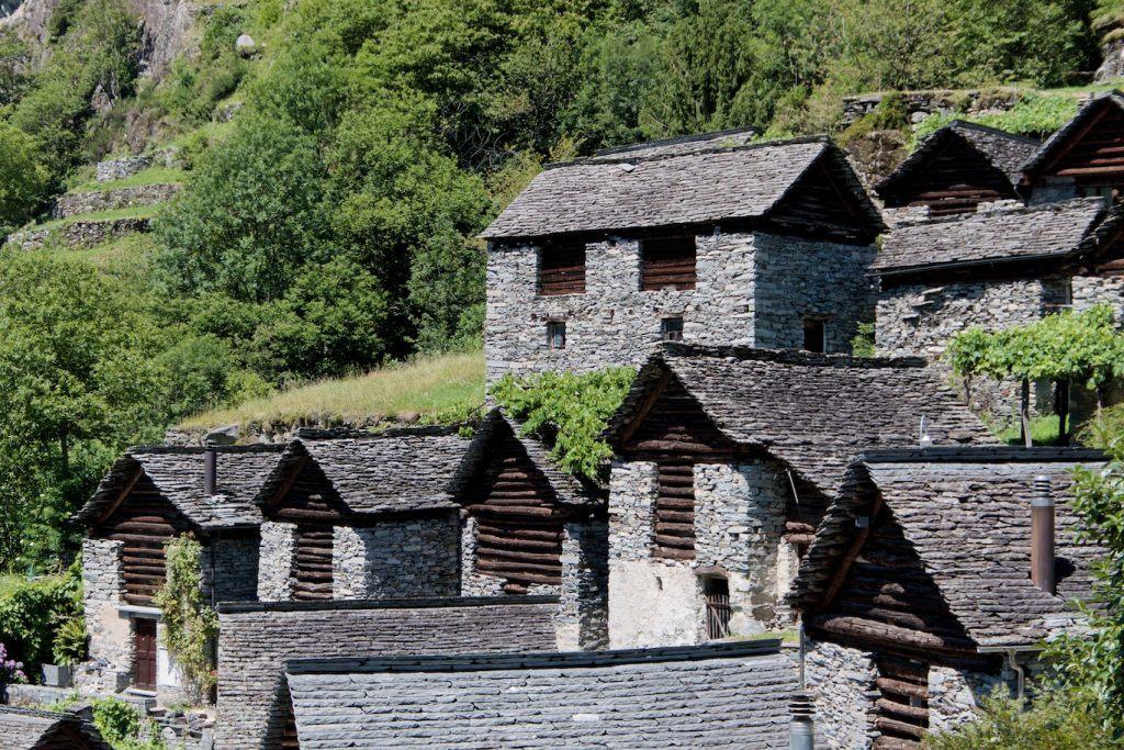 Bauten und Geschichte | die Ställe von Brontallo