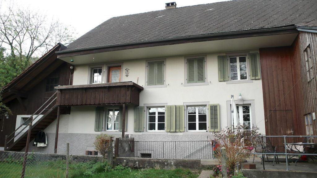 Umbau Bauernhaus und Neubau Habsburg Bauernhaus von Süden mit unschönen Anbauten