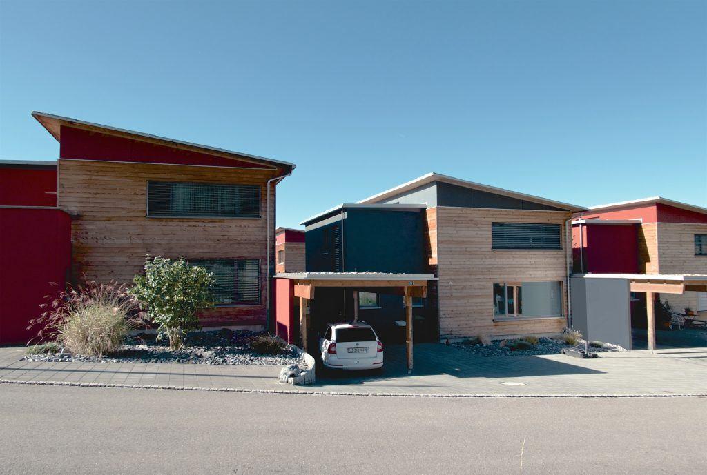 5 Einfamilienhäuser Klingnau vom Haldenweg | Farbliche Differenzierung der Bauweisen