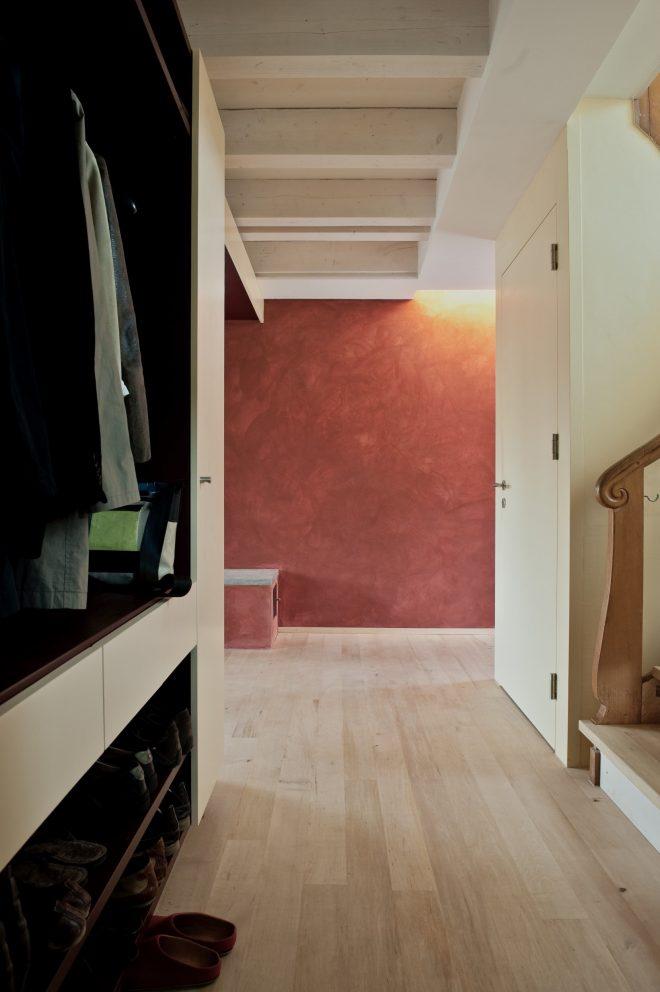 Umbau Einfamilienhaus Umiken Eingang und Treppe | Kalk-Spachtelwand, Boden Hainbuche
