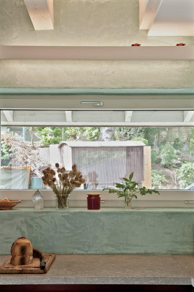 Umbau Einfamilienhaus Umiken Detail |Küchen-Abdeckung Muschelkalk-Rückwand Kalk-Spachtel