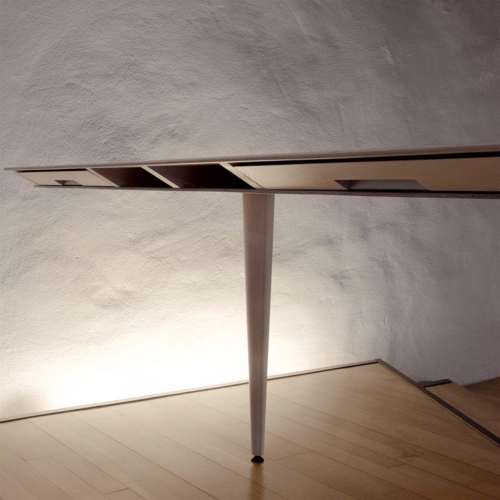 Tisch adb auf Rollkorpus und konischem Bein | Tischblatt mit Schubladen und Fächern